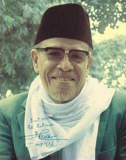 """""""Alif Sin Lam Alif Mim"""" (Islam) aku serah lembagaku menjadi seorang muslim (seluruh kehidupan sebagaimana yang di lafazkan dalam doa iftitah kita) sehingga ke ambang maut lantaran kita seorang muslim adalah terikat dengan peraturan dan disiplin ISLAM. -Al-Marhum Pak Hamka"""